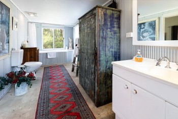 The ensuite at Dilly Dally at Wollombi - Wollombi - Hunter Valley